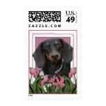 Día de madres - tulipanes rosados - Dachshund - Sello