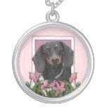 Día de madres - tulipanes rosados - Dachshund - Wi Colgante Redondo