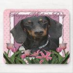 Día de madres - tulipanes rosados - Dachshund - Wi Alfombrilla De Raton