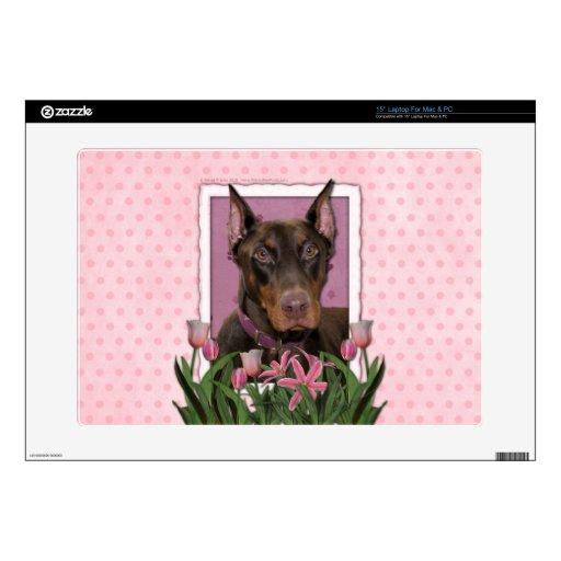 Día de madres - tulipanes rosados - Doberman - roj Portátil 38,1cm Skin
