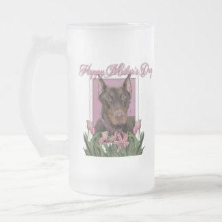 Día de madres - tulipanes rosados - Doberman - Taza De Cristal