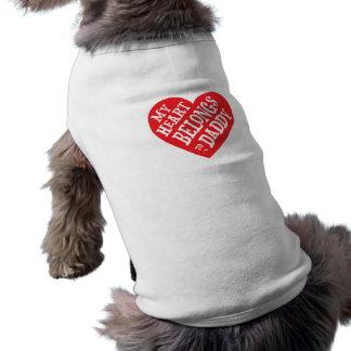 Día de padres - mi corazón del perro pertenece al playera sin mangas para perro