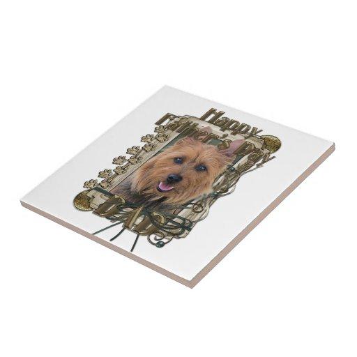Día de padres - patas de piedra - Terrier australi Azulejo