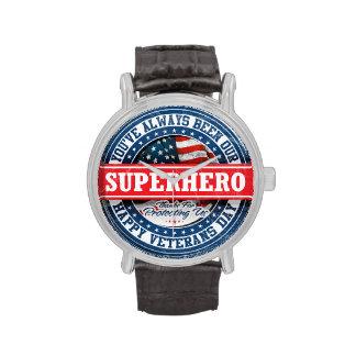 Día de veteranos feliz - super héroe americano relojes de mano