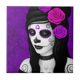 Día del chica muerto con los rosas púrpuras azulejo cuadrado pequeño