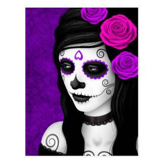 Día del chica muerto con los rosas púrpuras postales