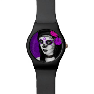 Día del chica muerto con los rosas púrpuras relojes de mano