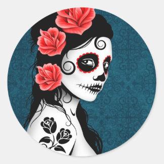 Día del chica muerto del cráneo del azúcar - azul etiqueta redonda