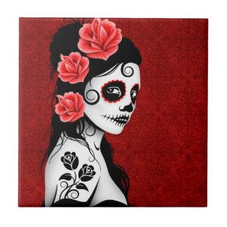 Día del chica muerto del cráneo del azúcar - rojo azulejo cuadrado pequeño