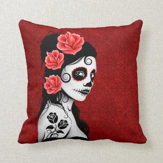Día del chica muerto del cráneo del azúcar - rojo cojín decorativo