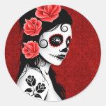 Día del chica muerto del cráneo del azúcar - rojo pegatinas redondas