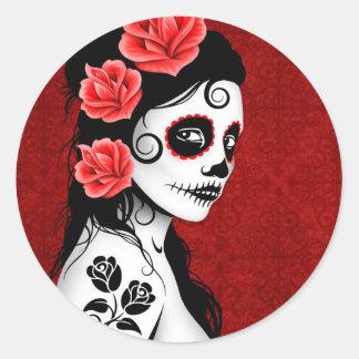 Día del chica muerto del cráneo del azúcar - rojo pegatina redonda