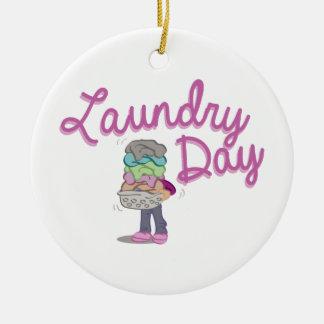 Día del lavadero adorno redondo de cerámica