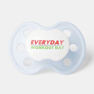 Día diario del entrenamiento chupete de bebé