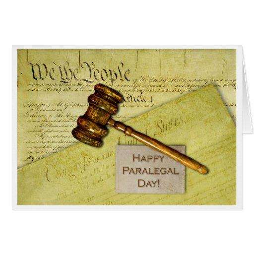 Día, documentos y mazo felices del Paralegal Felicitaciones