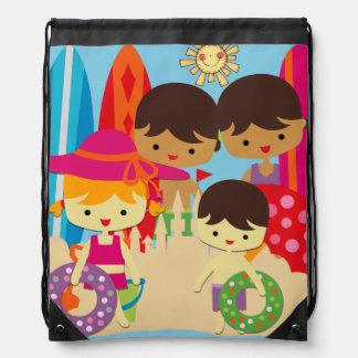 Día en el bolso de la mochila del lazo de la playa