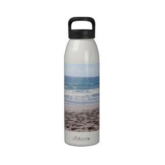 Día en la playa botellas de agua reutilizables