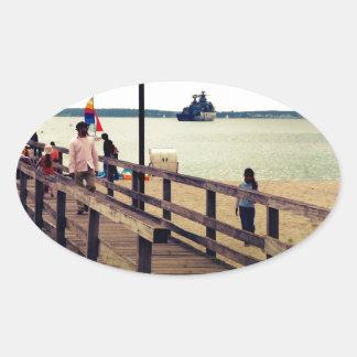 Día en la playa pegatina ovalada