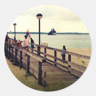 Día en la playa pegatina redonda