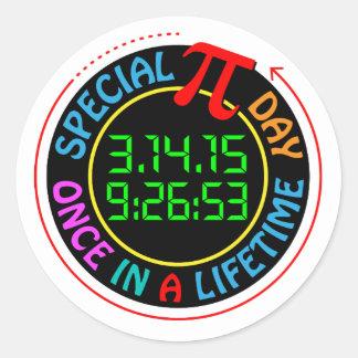 Día especial 2015 del pi etiqueta redonda