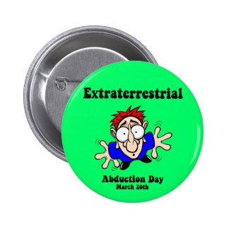 Día extraterrestre de la abducción pin redondo de 2 pulgadas