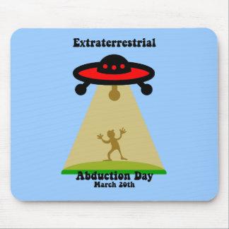 Día extraterrestre de la abducción tapete de ratón
