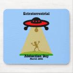 Día extraterrestre de la abducción alfombrillas de ratones