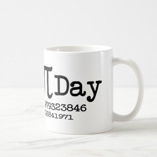 Día feliz del pi taza de café