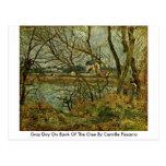 Día gris en el banco del Oise de Camille Pissarro Tarjetas Postales