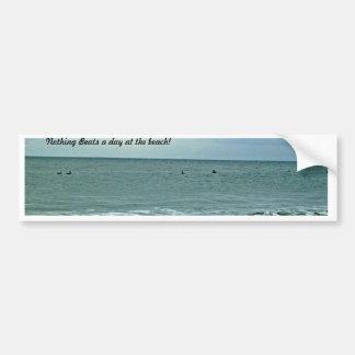 Día hermoso a lo largo de la playa pegatina para auto