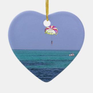 Día hermoso para la para-navegación adorno navideño de cerámica en forma de corazón