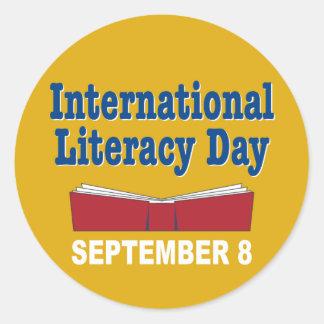 Día internacional de la instrucción pegatina redonda