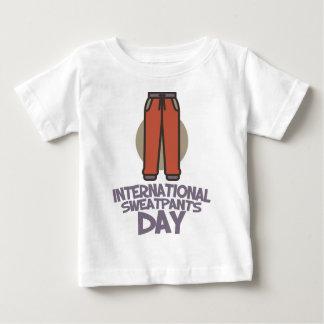 Día internacional de Sweatpants - día del aprecio Playera De Bebé