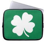 Día Irlanda del St Patricks del trébol Fundas Computadoras
