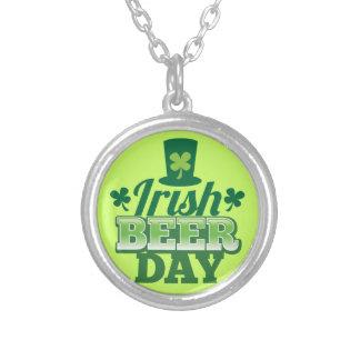 Día irlandés de la CERVEZA Collar Plateado
