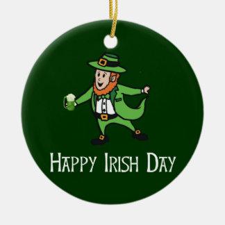 Día irlandés feliz ornamento de reyes magos