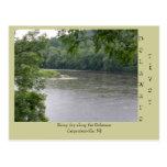 Día lluvioso a lo largo del río Delaware Postal