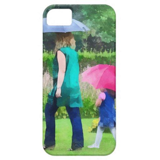 Día lluvioso en el jardín iPhone 5 carcasas