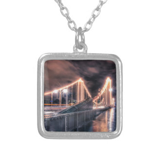 Día lluvioso en el puente de Chelsea, Londres Collar Personalizado
