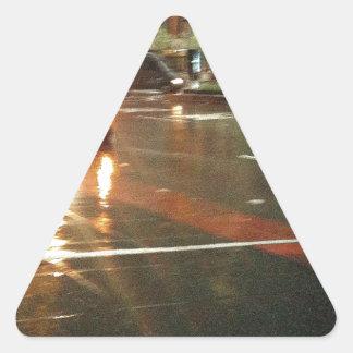 Día lluvioso Nueva York Pegatina Triangular