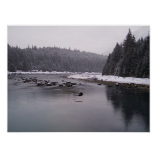 Día Nevado en el río de Chilkoot Póster