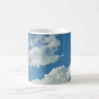 Día nublado taza clásica