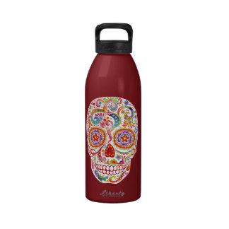 Día psicodélico de la botella de agua muerta del c