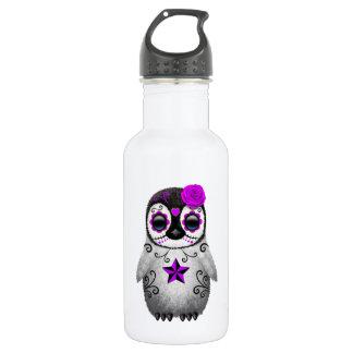 Día púrpura del pingüino muerto del cráneo del botella de agua
