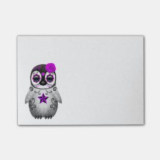 Día púrpura del pingüino muerto del cráneo del notas post-it