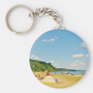 Día soleado brillante de la playa llavero redondo tipo pin