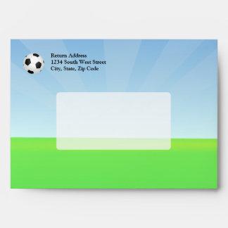 Día soleado del balón de fútbol sobres
