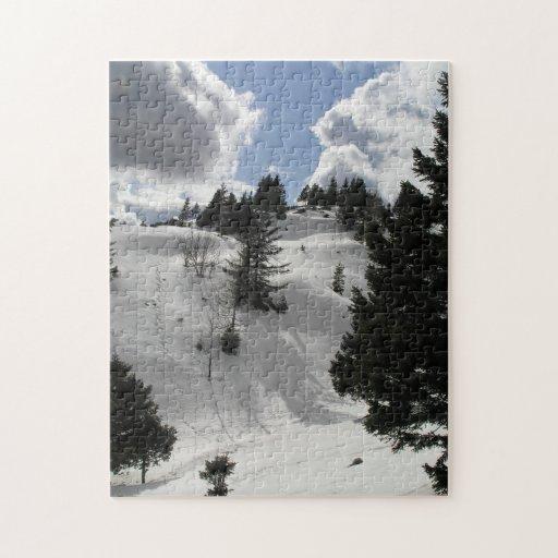 Día soleado del invierno en montañas puzzle