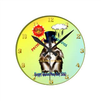 Día Wallclock de las Decisión-Decisiones-Groundhog Reloj Redondo Mediano