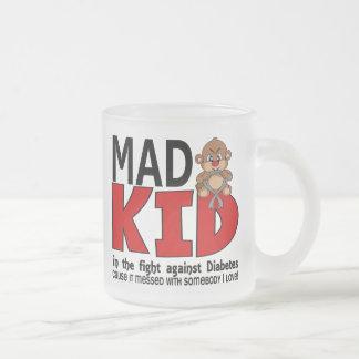 Diabetes enojada del niño taza de café